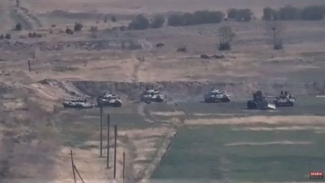 أرمينيا نشرت صورا لما تقول إنه دبابات أذرية تتعرض لهجوم.