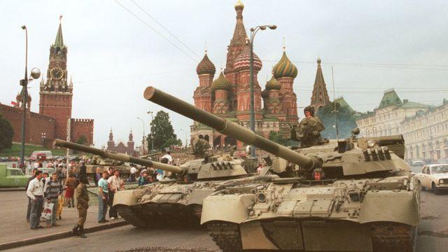 Танки на Красной площади в Москве в августе 1991 года