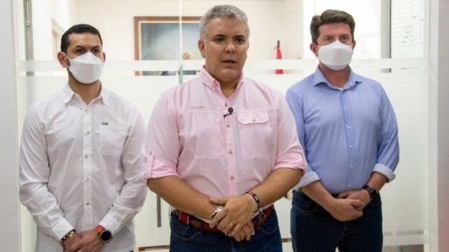 Президент Колумбии Иван Дуке (в центре)