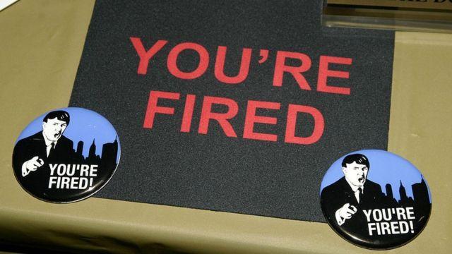 "La frase ""You're fired"" (""Estás despedido"") escrita en un"