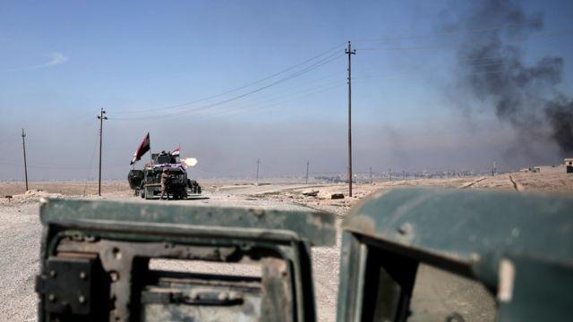 قوات عراقية تقصف مواقع المسلحين