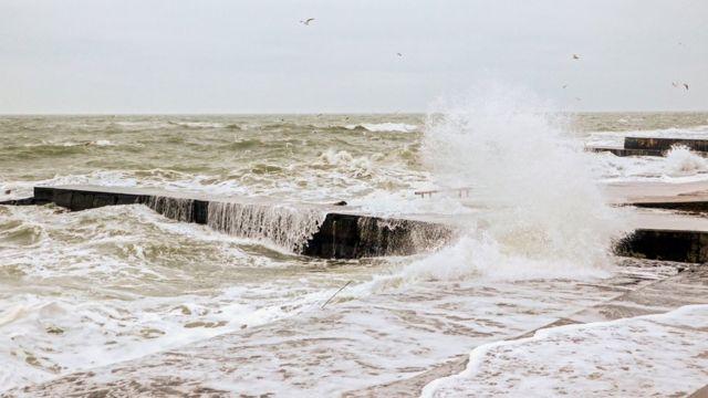 Ukraine: Child rescued as buggy blown off Odessa pier