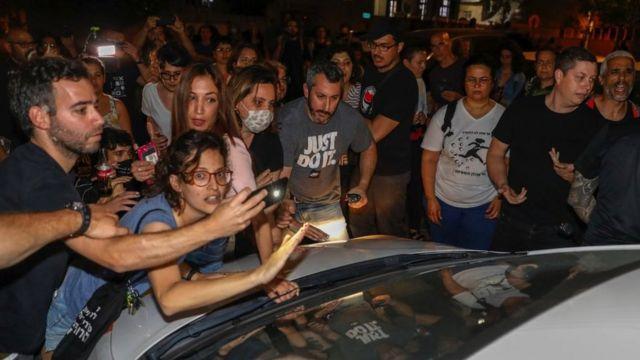 عرب ويهود تظاهروا سوية احتجاجا على شراء منزل في يافا في عام 2021
