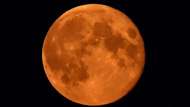 """Blood-red """"supermoon"""""""