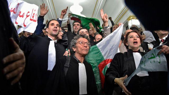 Une manifestations d'avocats contre un cinquième mandat de M. Bouteflika.