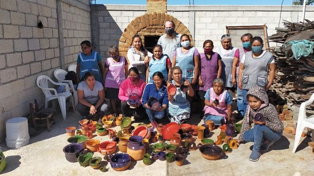 Alfareras que participan en el programa Barro Aprobado de Pure Earth en México