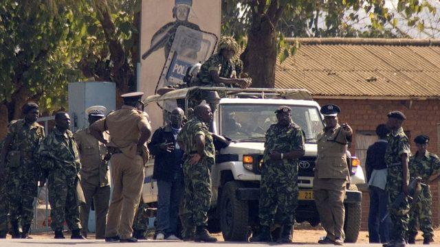 Au moins 18 soldats ont été tués et une dizaine blessés dans un accident de la route jeudi dans le nord du Malawi.