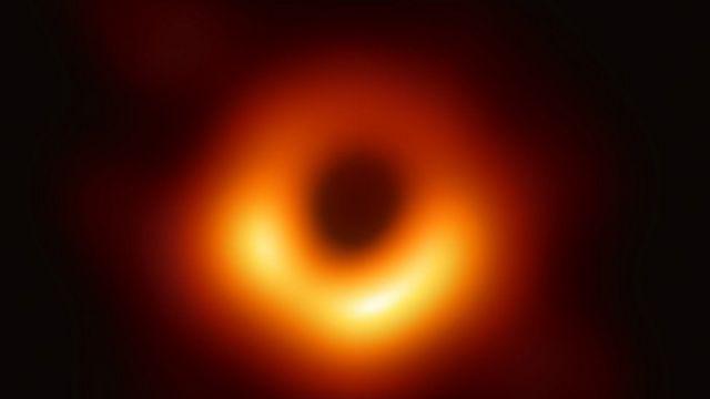 Primera foto de un agujero negro