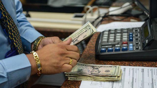 Dólares.