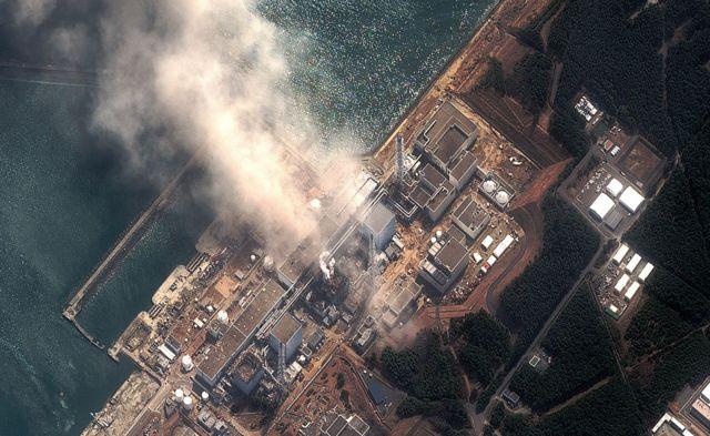 Humo en la planta nuclear de Daiichi Fukushima en 2011