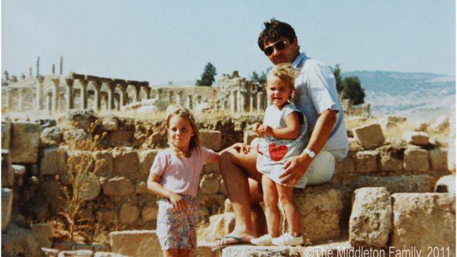Кейт с сестрой и отцом