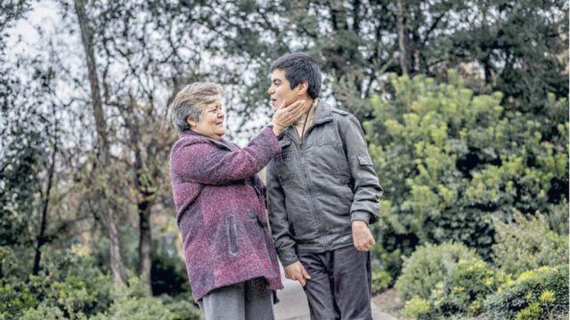 David Valenzuela con su madre Sara Díaz