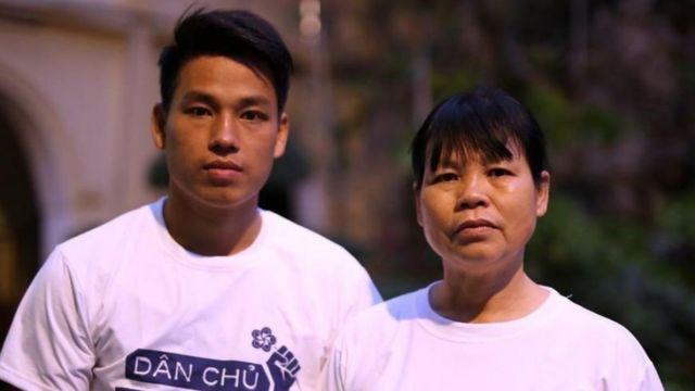Trịnh Bá Tư và mẹ, bà Cấn Thị Thêu