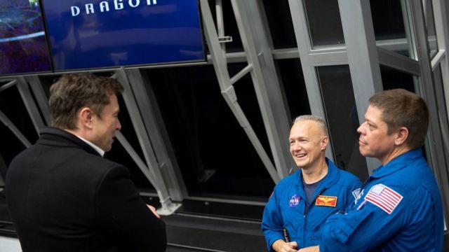 Маск и астронавты