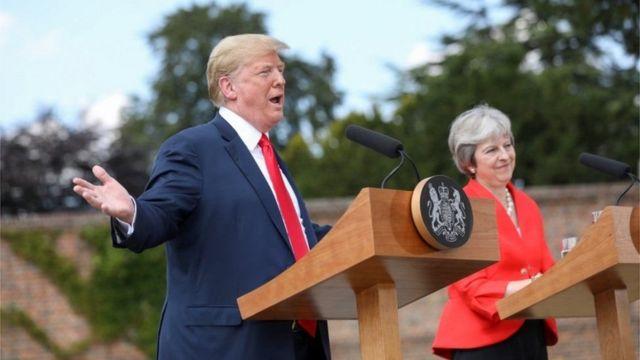 Presiden AS dan PM Inggris mengadakan konferensi pers bersama setelah sebelumnya melakukan perundingan di Chequers pada hari Jumat (13/07).