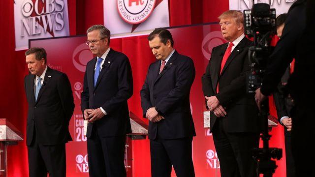 スカリア判事の訃報を受けて、討論会冒頭で黙祷する共和党候補たち(13日)
