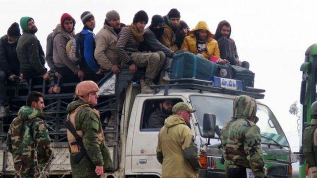रुसी सैनिक और फंसे लोग