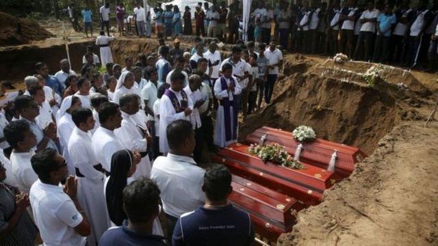 नेगोम्बोमधल्या सेंट सबॅस्टियन चर्चमध्ये सामूहिक दफनविधी