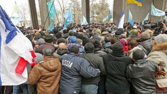 Сутички біля Верховної Ради АРК 26 лютого 2014 року