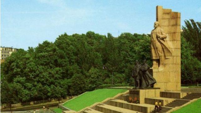 Кам'яного Леніна на Майдані Незалежності в Києві демонтували ще в 1991 році