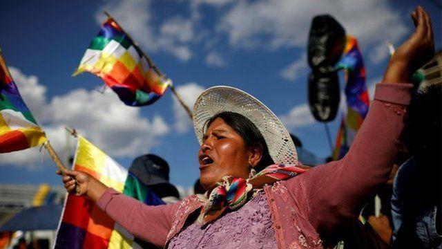 """Crisis en Bolivia: qué es el """"cerco de Túpac Katari"""" que anunciaron los  defensores de Evo Morales y por qué causa temor en La Paz - BBC News Mundo"""