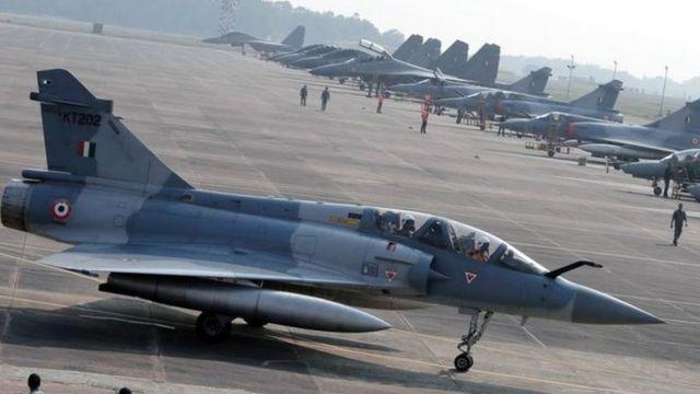 인도 전투기가 국경을 넘어 파키스탄을 침공했다