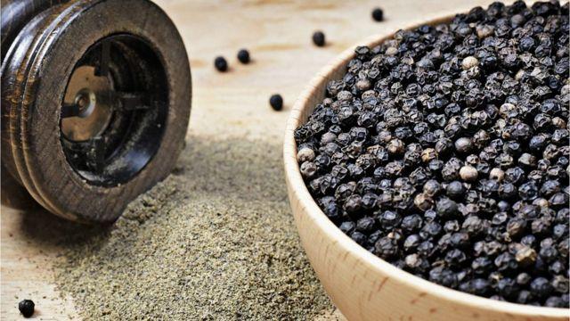 Черный перец: молотый и горошком