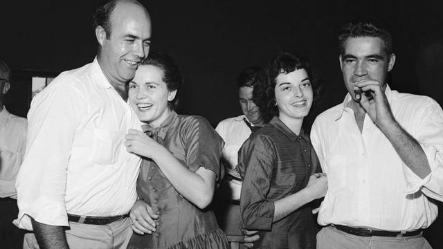 Roy Bryant e J.W. Milam celbram absolvição