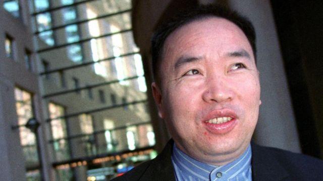 1999年,他携同家人逃亡加拿大,多次申请政治避难被拒。2011年,他被引渡回中国,之后被判处无期徒刑(资料照片)。