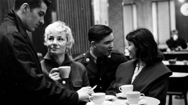 У 1957 році лондонці ходили в кафе просто поговорити...