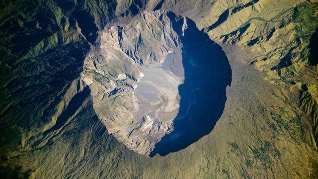 El cráter del Monte Tambora