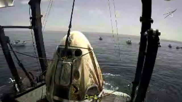 Космический аппарат на корабле