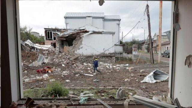 جنگ در یک ماه گذشته حمله به مناطق مسکونی دو طرف را به همراه داشته است