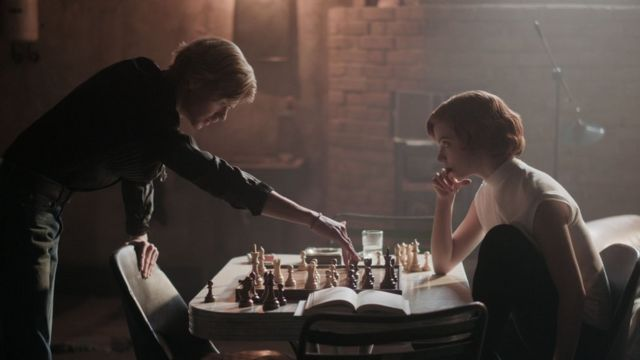 Scene from The Queen's Gambit showing Beth Harman training with male opponent Benny