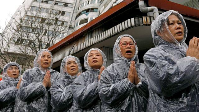 義工在花蓮的搜救現場為失聯者祈福