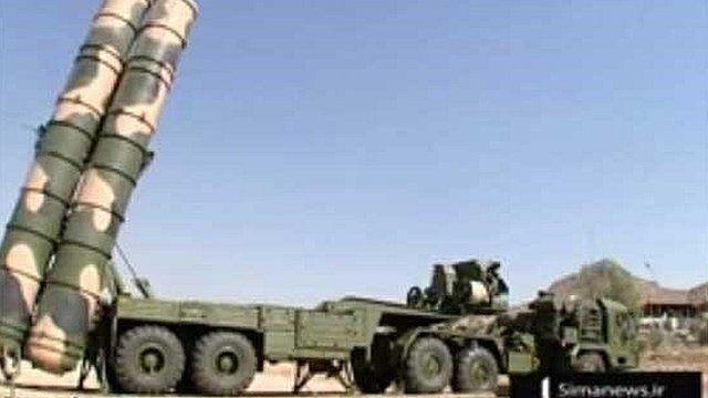 ماه گذشته تلویزیون ایران تصاویری از سامانه اس-۳۰۰ را در اطراف پایگاه هستهای فردو نمایش داد.