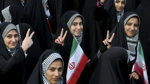 فتيات إيرانيات