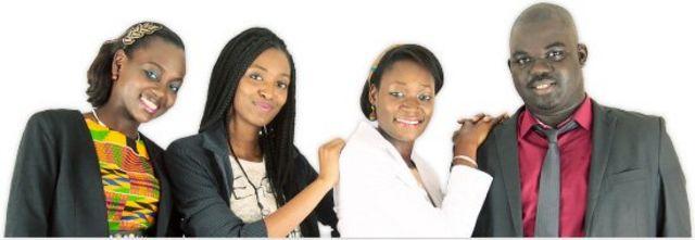 L'équipe Sooretul (Awa Caba, cofondatrice, en veste blanche)