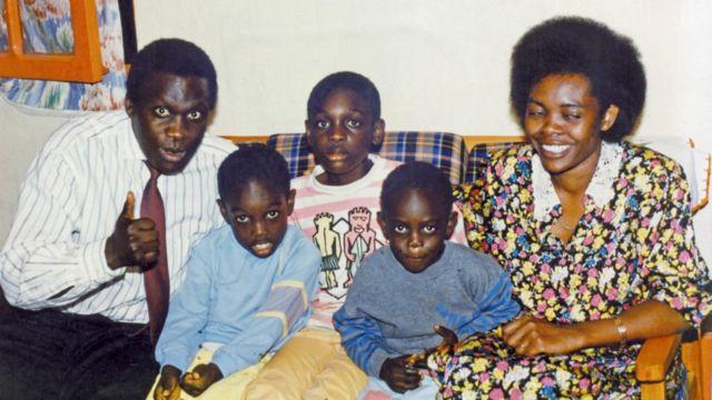 """Le 15 avril 1994, caché derrière un canapé à son domicile, Corneille a assisté au massacre de sa famille (ses parents, ses deux petits frères et sa petite sœur) par """"un escadron de la mort""""."""