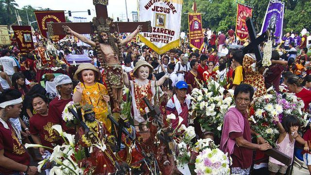 Procesión católica en Filipinas.