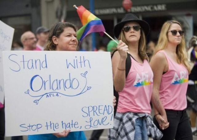Protesto em Londres em lembrança a ataque em Orlando