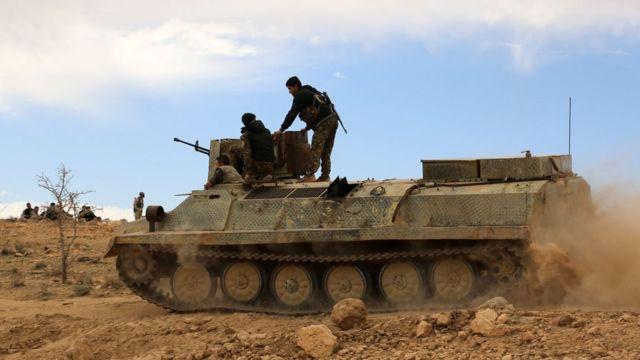 シリア民主軍(SDF)はIS掃討作戦で米国主導の有志連合に参加している。写真は今年2月、ハサケ県で。