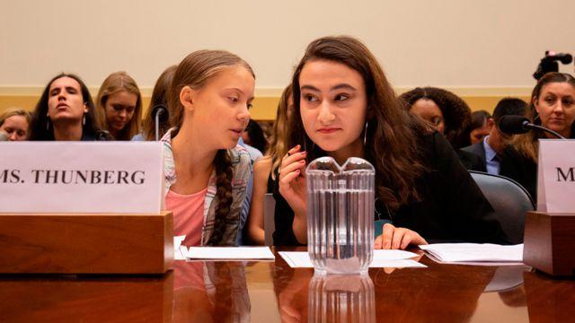 Greta Thunberg junto a Jamie Margolin en una audiencia ante un comité de la Cámara de Representantes en Estados Unidos