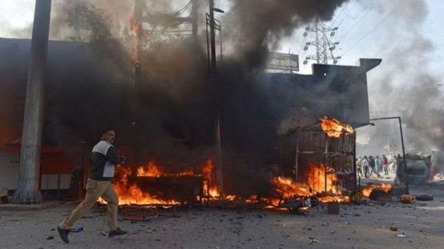 दिल्ली दंगों की एक तस्वीर