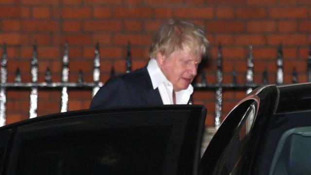 約翰遜離開倫敦市中心的 外相官邸