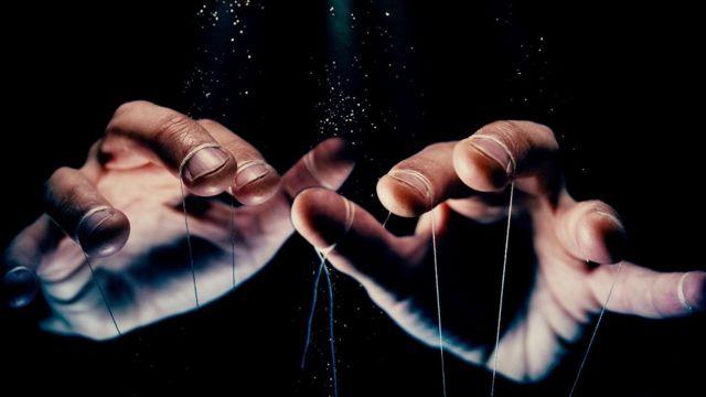 Mãos manipuladoras