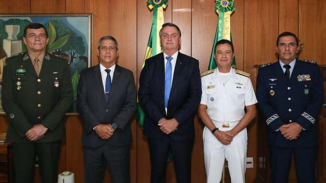 Bolsonaro com o novo comando das Forças Armadas