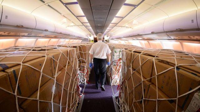 Un avión de pasajeros utilizado para carga