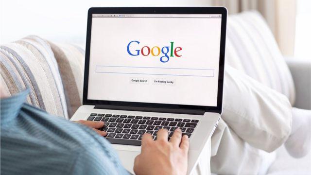 computadora con logo de Google