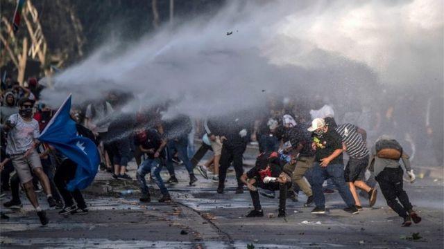 Enfrentamientos en Santiago